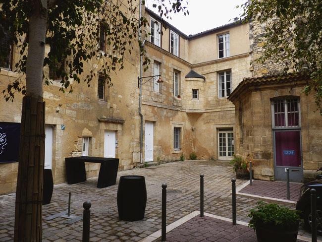 balade-bordeaux-medieval-place