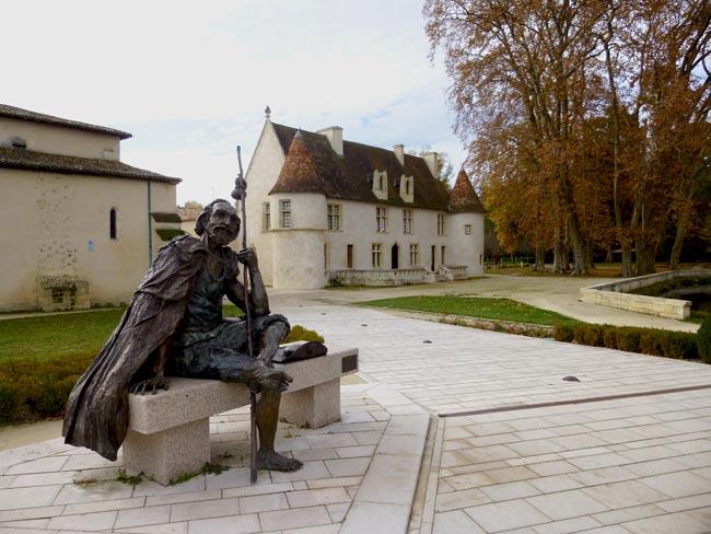 La statue du pèlerin devant le Prieuré de Cayac à Gradignan